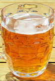 Szkło piwo w świetle słonecznym Obraz Royalty Free