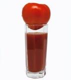 Szkło pomidorowy sok z pomidorem na wierzchołku Fotografia Royalty Free