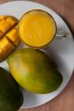 Szkło przeglądać od above mangowy smoothie Obrazy Royalty Free