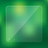 Szkło rama z wodnymi kroplami na zamazanym zielonym tle Obrazy Stock
