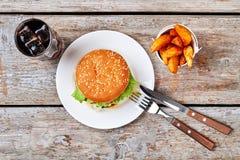 Szkło sodowany pobliski hamburger zdjęcia stock