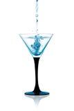 Szkło Suchy Martini, dżinu koktajl Odizolowywający obraz stock