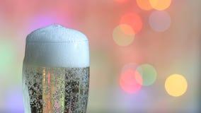 Szkło szampański i kolorowy defocused nowego roku przyjęcia tło zdjęcie wideo