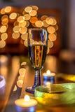 Szkło szampana Zamazany tło zdjęcie royalty free