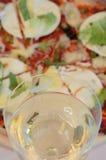 Szkło wino i pizza Fotografia Royalty Free
