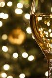 Szkło Wino przy Bożymi Narodzeniami Obrazy Royalty Free