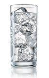 Szkło woda mineralna z lodem Z ścinek ścieżką Fotografia Stock