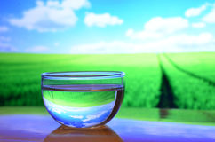 Szkło woda w pięknym dniu Fotografia Stock