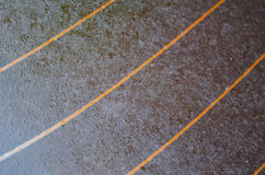 Szkło, zabarwiający szkło, pomarańczowi lampasy, tylni nadokienny szkło na samochodzie, raindrops Fotografia Royalty Free