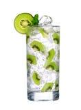 Szkło Zimny kiwi napój z lodem odizolowywającym na bielu Obraz Royalty Free