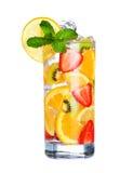 Szkło Zimny owocowy napój odizolowywający na bielu Zdjęcie Stock
