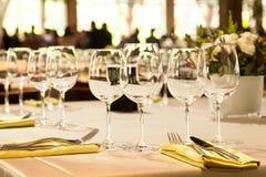 Szkła na wakacje stole Obraz Royalty Free