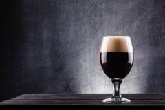Szkło ciemny piwo Zdjęcie Royalty Free