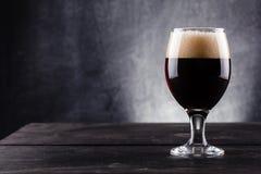 Szkło ciemny piwo Zdjęcie Stock