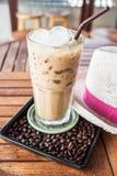 Szkło lukrowa kawa przy barem Zdjęcia Royalty Free