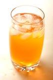 Szkło organicznie cytryny herbata zdjęcia royalty free