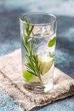 Szkło wapno woda z ziele Fotografia Stock