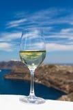 Szkło wino na tle morze Zdjęcia Royalty Free
