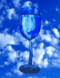 Szkło woda na niebie Zdjęcie Stock