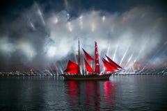 Szkarłat żagla statku podczas festiwalu w St Petersburg Zdjęcie Royalty Free