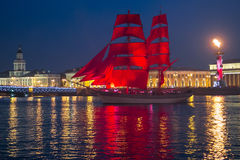 Szkarłat żagla statku podczas festiwalu w St Petersburg Zdjęcie Stock