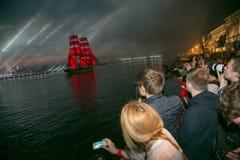 Szkarłat żagla statku podczas festiwalu w St Petersburg Obrazy Royalty Free