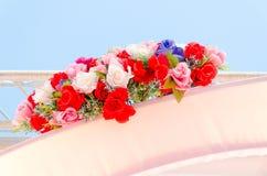 Szkarłata i bielu miniatura wzrastał przy ślubem Fotografia Royalty Free
