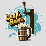 Szkicu piwa klepnięcie Z Drewnianym kubkiem Lub Tankard piwo Z Piankową ilustracją Plakatowy projekt Dla promoci gdy dekoracyjna  Obrazy Royalty Free