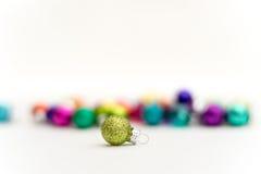 Szklana Bożenarodzeniowa dekoraci zieleń błyska Fotografia Stock