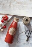 Szklana butelka ketchup na francuskim kraju stole Obraz Royalty Free