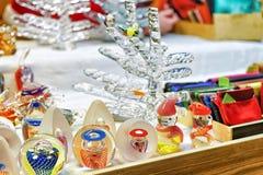 Szklana choinka i inne postacie przy Ryskimi bożymi narodzeniami wprowadzać na rynek Obraz Royalty Free