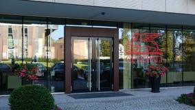 Szklana fasada nowożytny budynek biurowy z Generali grupy logem Redakcyjny 3D rendering Fotografia Royalty Free