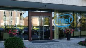 Szklana fasada nowożytny budynek biurowy z Intel Corporation logem Redakcyjny 3D rendering Zdjęcia Stock