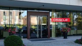 Szklana fasada nowożytny budynek biurowy z Oracle Corporation logem Redakcyjny 3D rendering Obrazy Stock