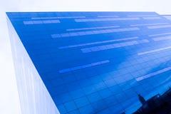 Szklana fasada odbija niebo Zdjęcia Stock