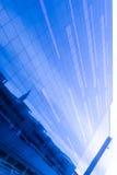 Szklana fasada odbija niebo Zdjęcie Stock