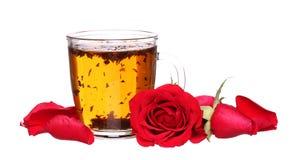 Szklana filiżanka poślubnik róż herbata odizolowywająca na bielu Obrazy Stock