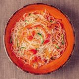 Szklana kluski sałatka z ogórek marchewką i pieprzem Obraz Stock