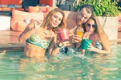 szklana mienia przyjęcia basenu czerwonego wina kobieta obraz royalty free