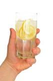 szklana ręki mienia mężczyzna s woda Obraz Royalty Free