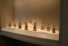 Szklana skrzynka z miękkimi światłami na Egipskich artefaktach, Cleveland muzeum sztuki, Ohio, 2016 Obraz Stock
