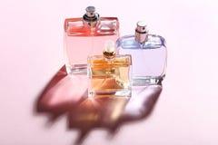 Szklane błękitne pachnidło butelki fotografia stock