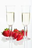 szklane iskrzaste truskawki dwa fotografia royalty free
