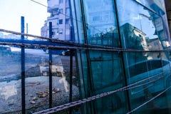 Szklane tafle Na poboczu W Tureckim wakacje I wakacje miasteczku W pełni lata fotografia royalty free