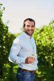 szklanego mężczyzna biały wino Zdjęcia Stock