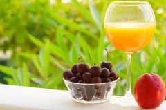 szklanego soku naturalna pomarańcze Obraz Stock