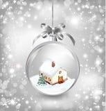 Szklanej piłki boże narodzenia z domem troszkę, śnieg, Obrazy Royalty Free
