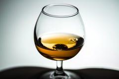 Szklani biali tło winiety naczynia z koniaka alkoholu herbatą Obrazy Royalty Free