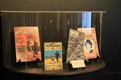 Szklani obramowani magazyny zakrywa tango szaleją, muzeum narodowe taniec, Saratoga, 2015 zdjęcie royalty free