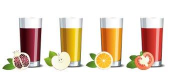 Szklani szkła z granatowem, jabłkiem, pomarańcze i pomidorowym sokiem, zdjęcie stock